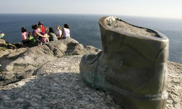 A bota do peregrino en Fisterra / Fotografía de José Manuel Casal