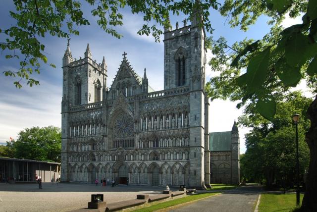 Catedral de Nidaros - iStock/jacquesvandinteren