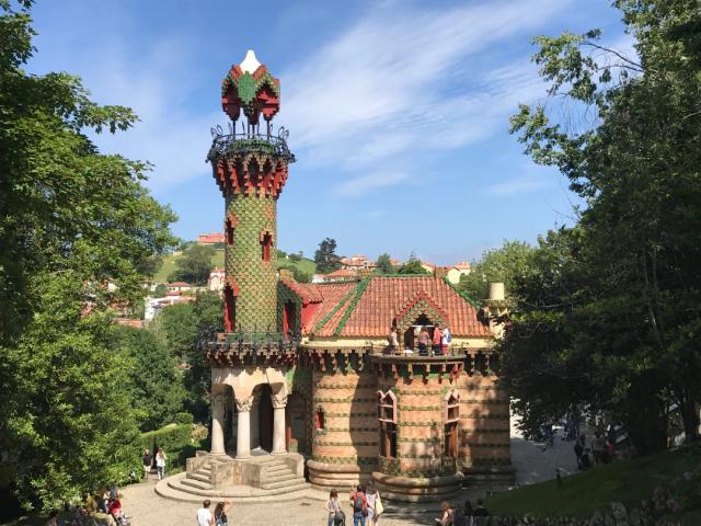 El Capricho de Gaudí - Triplecaña Wikicommons
