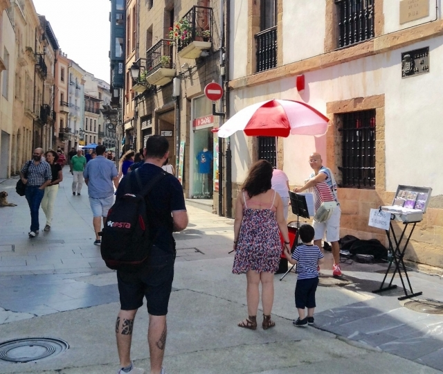 En Oviedo, el día 27 de agosto de 2016, los músicos rusos se preparan para tocar, calle Cimadevila