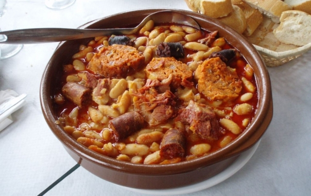 Fabada asturiana | Autor: Juan J. Martínez / Wikimedia