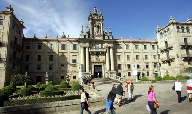 Facade of the monastery of San Martiño Pinario / @ Xoán A. Soler