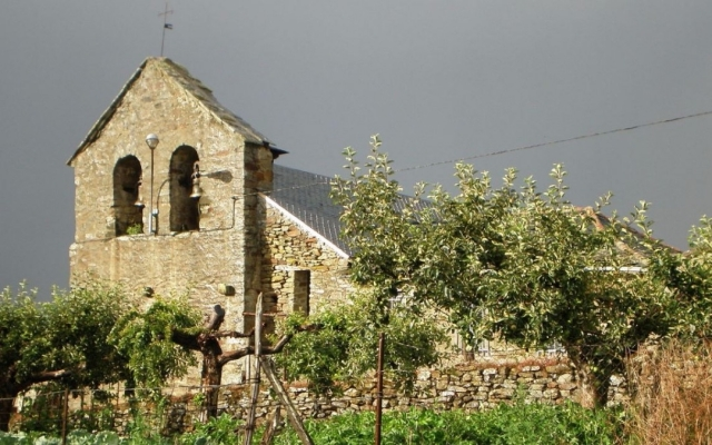Granxa de San Vicente na Torre do Bierzo - Wikipedia/JT Curses