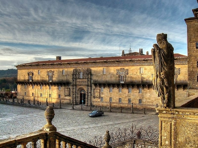 Hostal de los Reyes Católicos - VortBot/Wikipedia