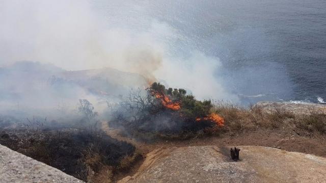 Incendio en el cabo de Finisterre. J.V. Lado