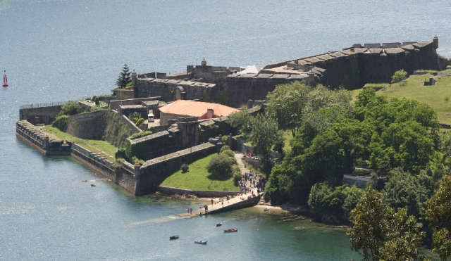La fortaleza de San Felipe flanquea la bocana de la ría