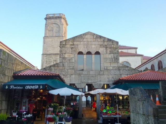 Mercado de Abastos (Santiago de Compostela) - kateafter/iStock