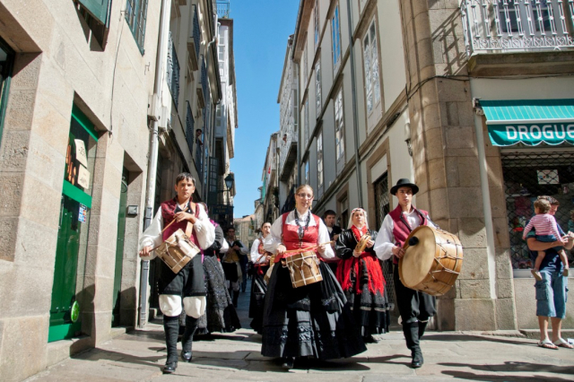 Música tradicional en Santiago de Compostela - vlad_karavaev/iStock