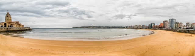 Playa de San Lorenzo - apomares/iStock