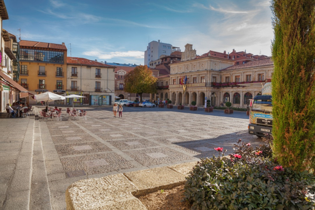 Plaza de San Marcelo, León - Salima Senyavskaya/iStock