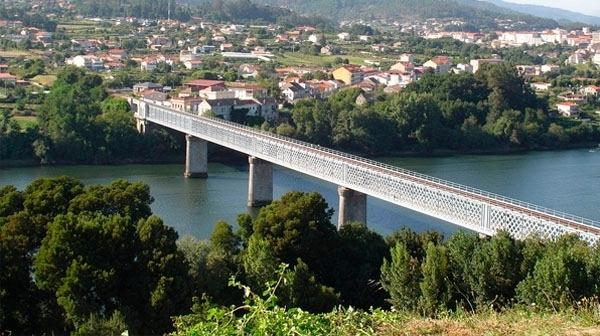 Puente de Tui sobre el río Miño
