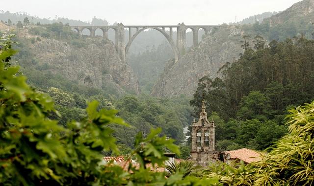 Puente del ferrocarril de Gundián, en A Ponte Ulla / Fotografía de Paco Rodríguez