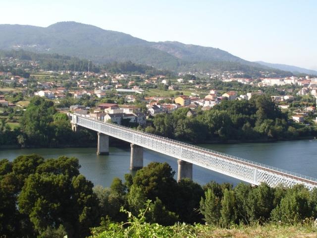 Puente Internacional de Tui - maximod/Wikipedia