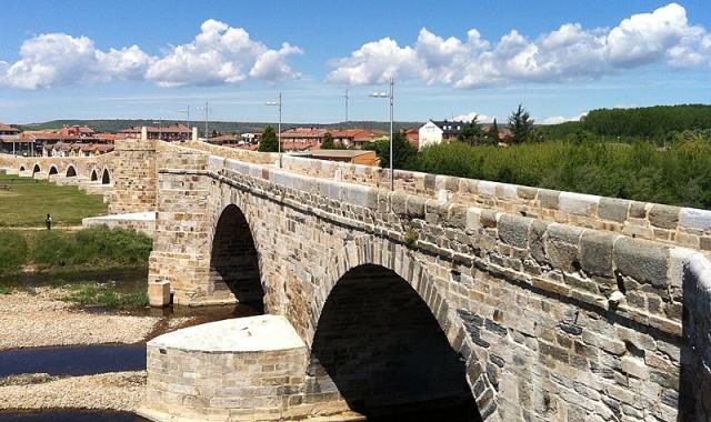 Puente legendario de Hospital de Órbigo