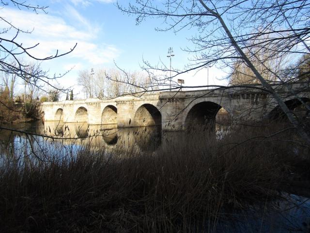 Puente Mayor de Carrión de los Condes - Wikimedia Commons Kolforn