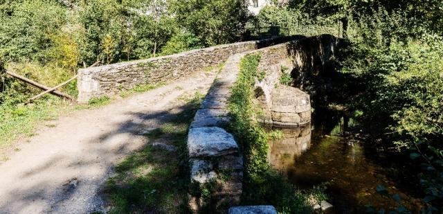 Puente medieval en el Camino de Santiago