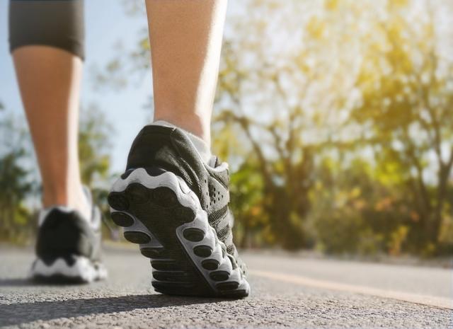 Relajar los pies tras una etapa