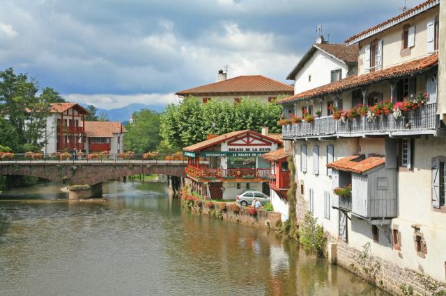 Saint-Jean- Pied-de- Port - Wikicommons