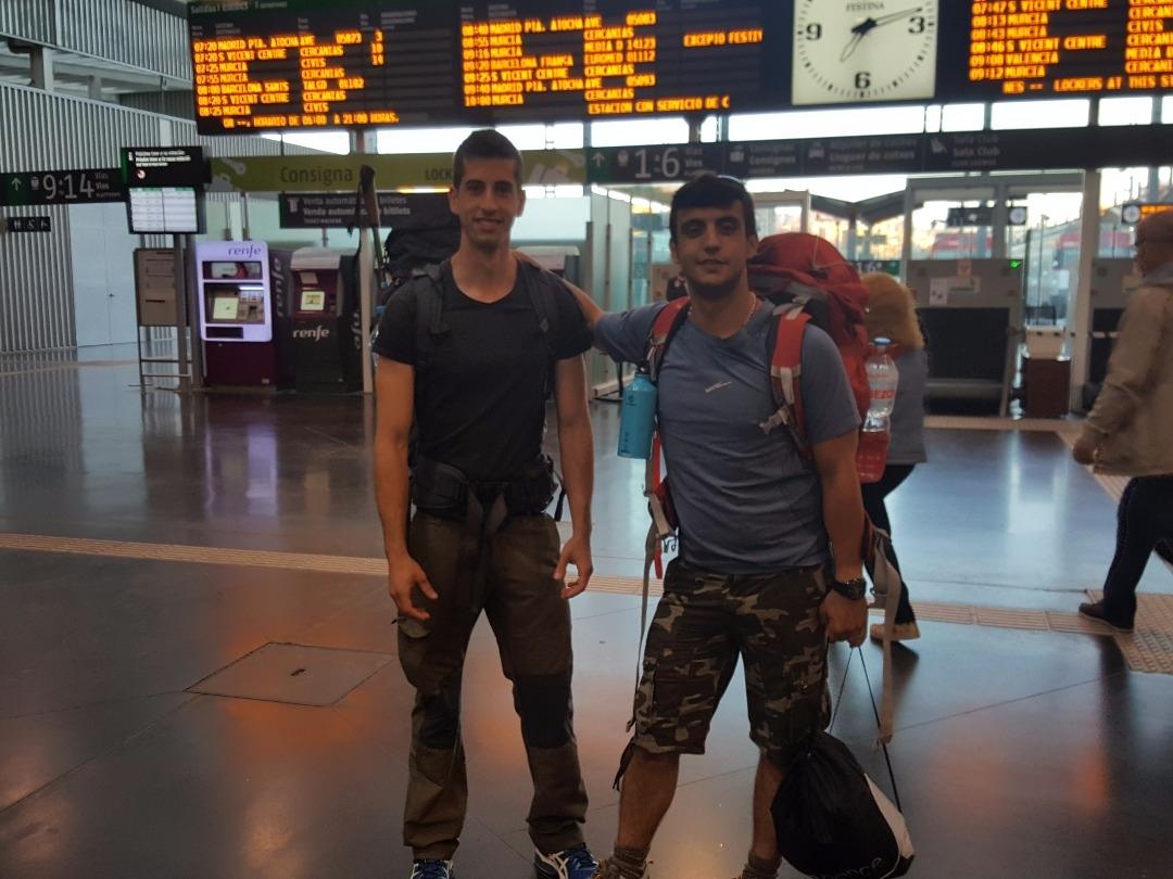 Salida de dos peregrinos desde Alicante hacia ponferrada