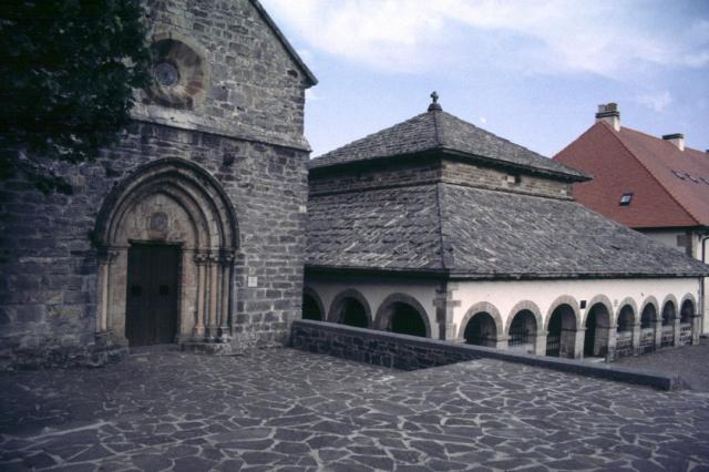 Silo de Carlomagno en Roncesvalles - Wikicommons