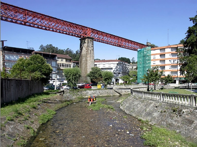 The river Alvedosa and the railway viaduct of Redondela/photograph by M.Moralejo
