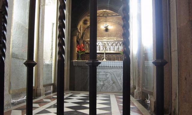 Resultado de imaxes para tumba santiago apostol