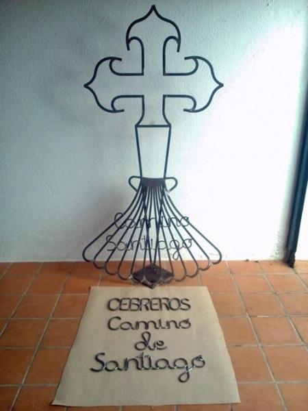 Una de las 17 esculturas en homenaje al Camino de Santiago en Ávila