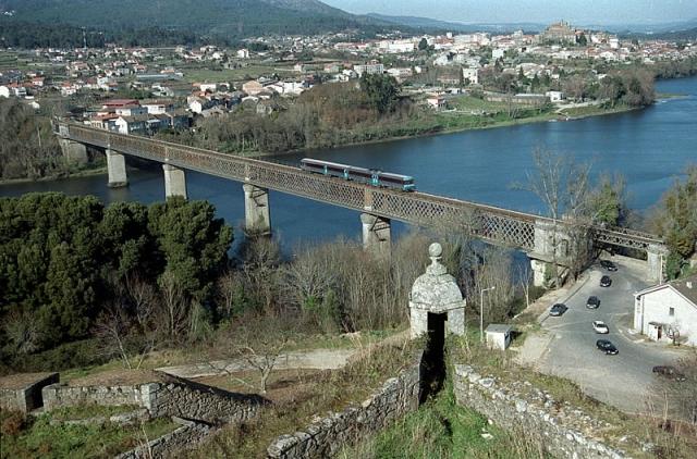 Vista general del puente internacional de Tui / Fotografía de Xulio Vilariño