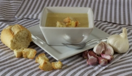Garlic soup: typical dishes of the Camino De Santiago